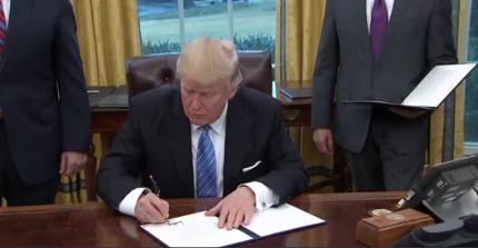 Ông Trump ký sắc lệnh khôi phục lại chính sách Mexico City