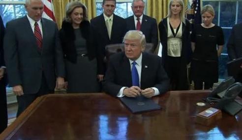 Ông Trump tuyên bố lệnh hành pháp mới về người tị nạn