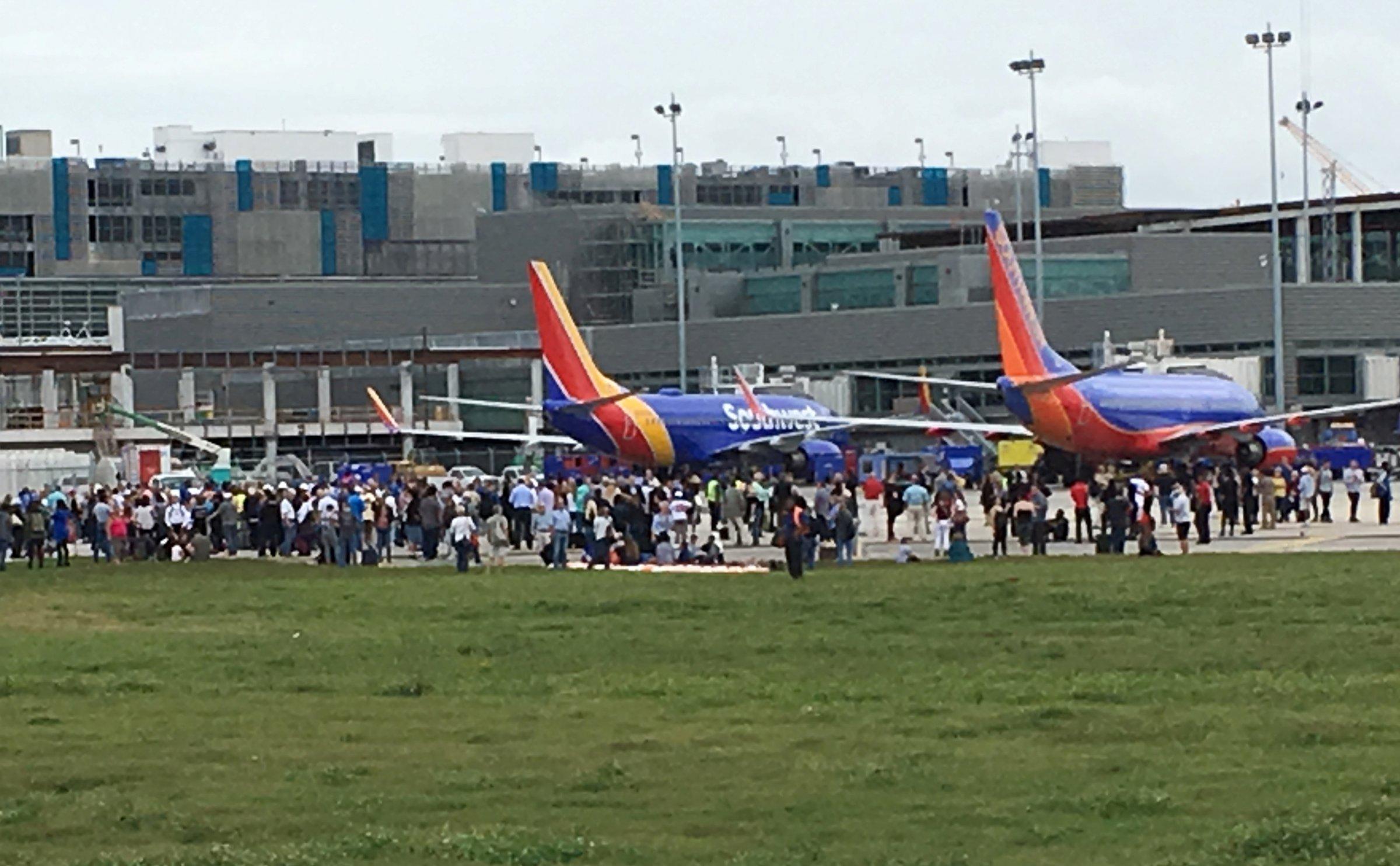 Nô súng ở phi trường Fort Lauderdale, Florida, nhiều người chết, hàng chục người bị thương