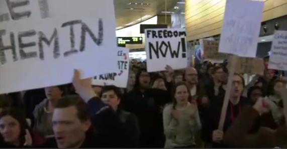 Các hãng hàng không từ chối nhận hành khách sau lệnh hành pháp của ông Trump
