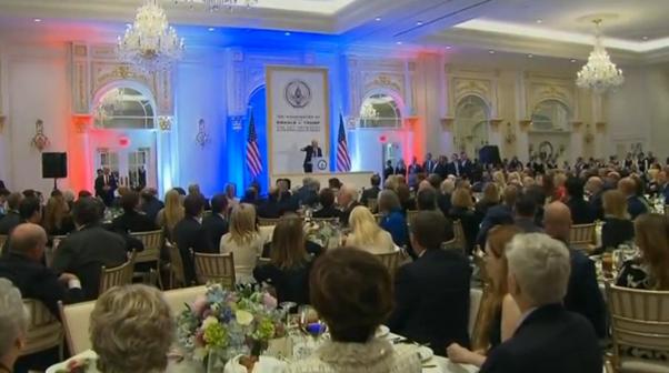 Donald Trump tổ chức tiệc trước ngày nhậm chức