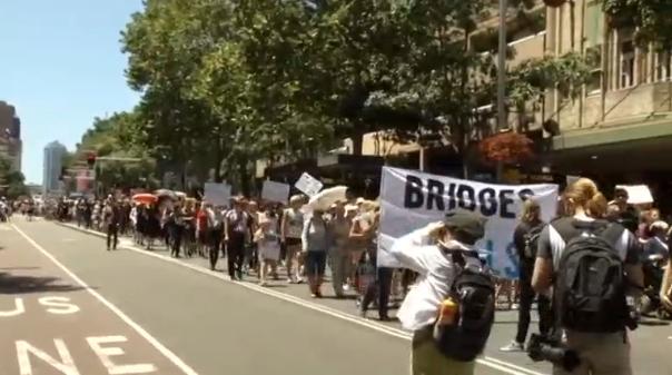 Hàng ngàn người biểu tình phản đối ông Trump tại Úc