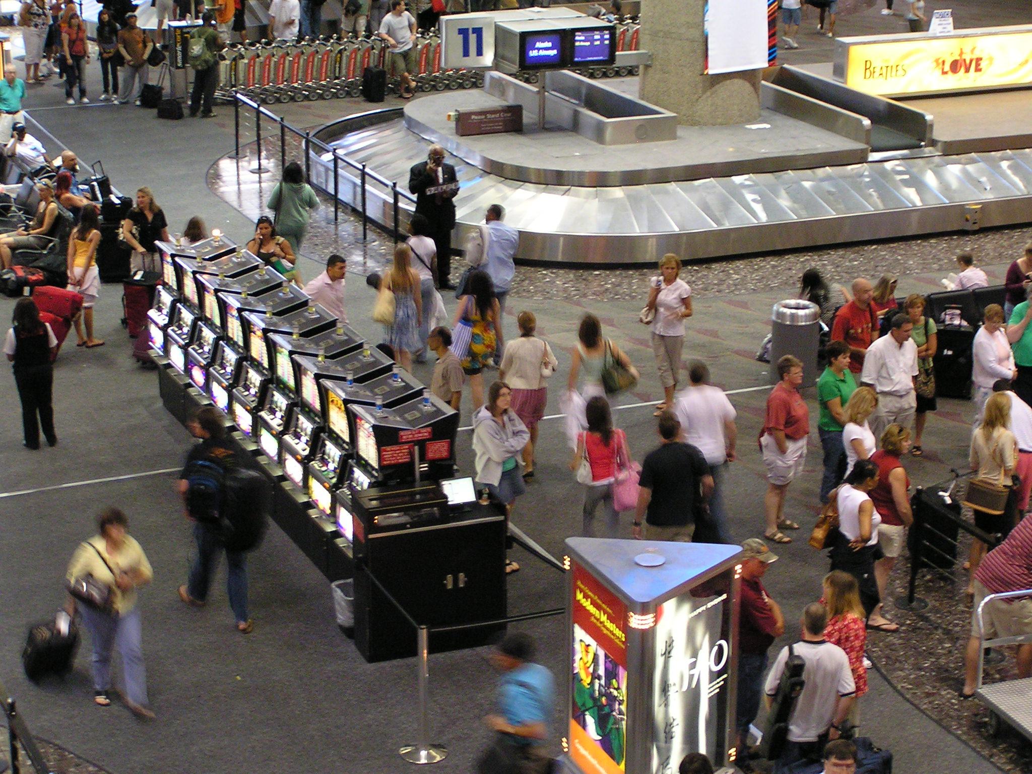 Việt Nam hoãn kế hoạch đặt máy đánh bạc tại các phi trường