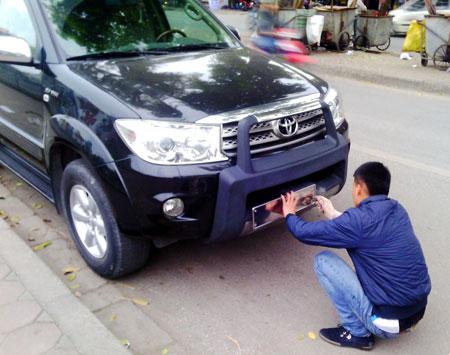 Cảnh sát giao thông Hà Nội đề nghị mỗi người chỉ được sở hữu một xe hơi