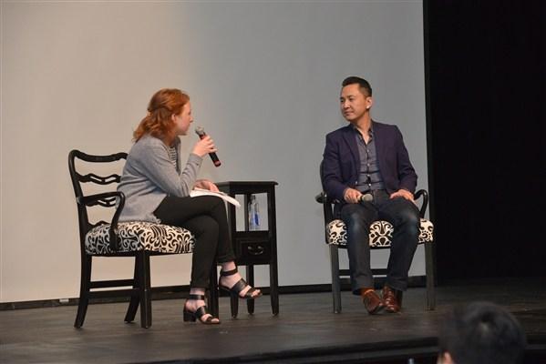 Học sinh trung học Mỹ đổ xô đi nghe nhà văn Nguyễn Thanh Việt nói chuyện