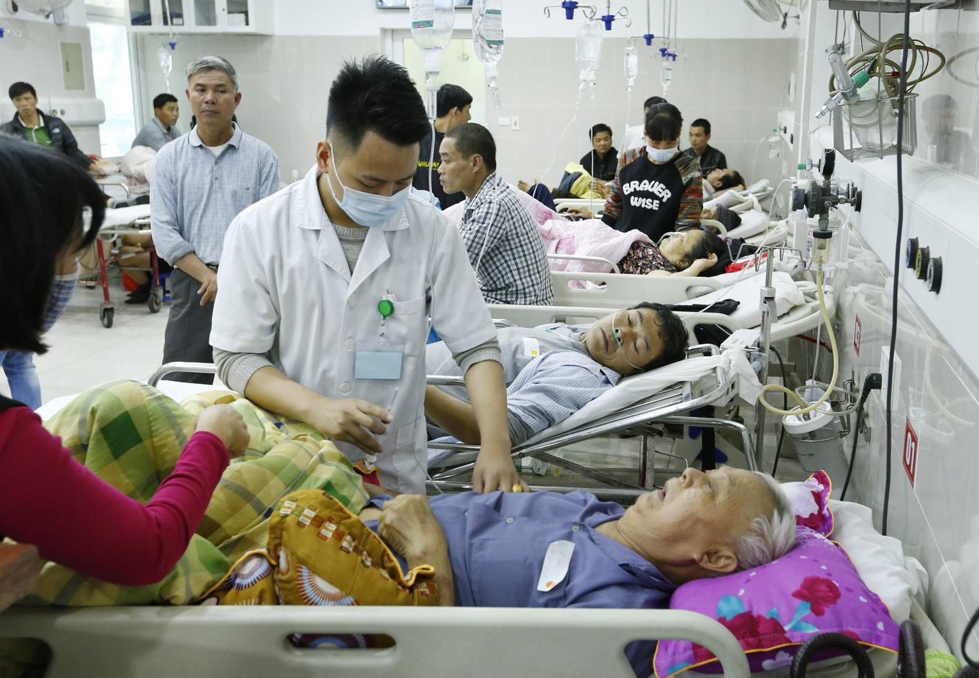 Hàng trăm người nhập viện ở Hà Nội vì uống rượu ngày Tết