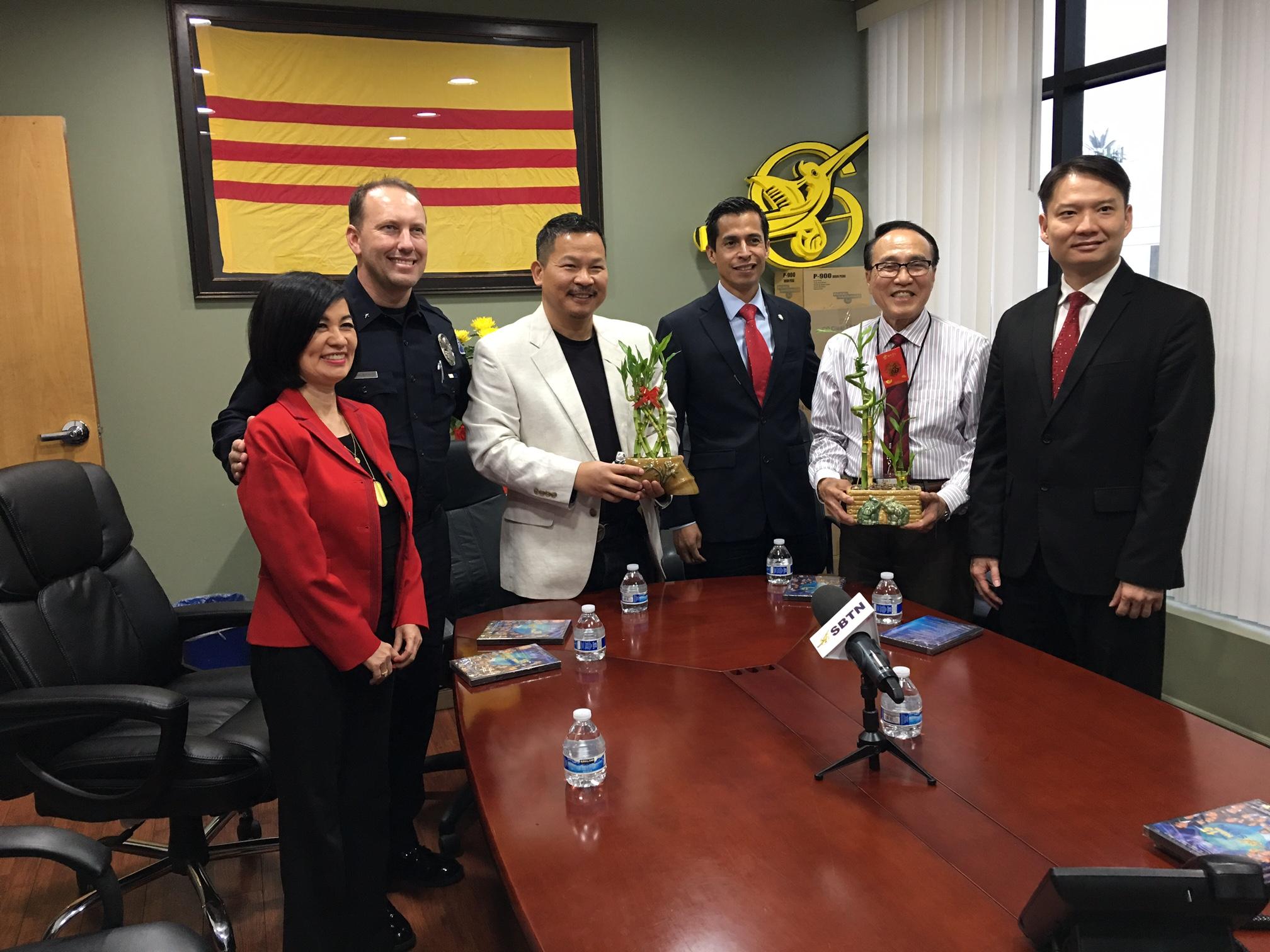 Phái đoàn dân cử Thành Phố Westminster chúc Tết Đài Truyền Hình SBTN và cộng đồng gốc Việt