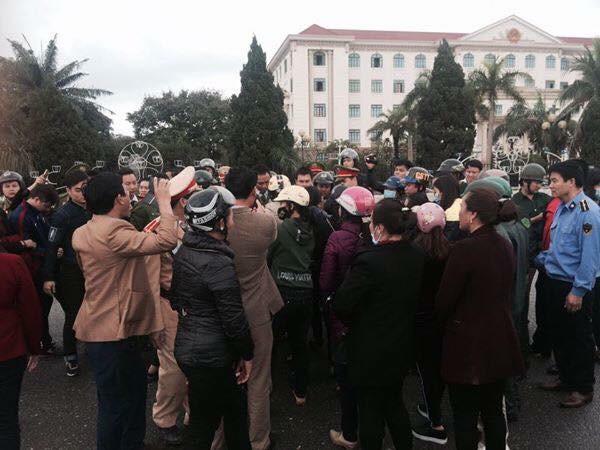 Đại diện 47 doanh nghiệp và ngư dân Thạch Hà, Hà Tĩnh biểu tình đòi đền bù thiệt hại môi trường