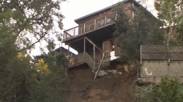 Mưa lớn tại Los Angeles, đe dọa những căn nhà bên sườn đồi