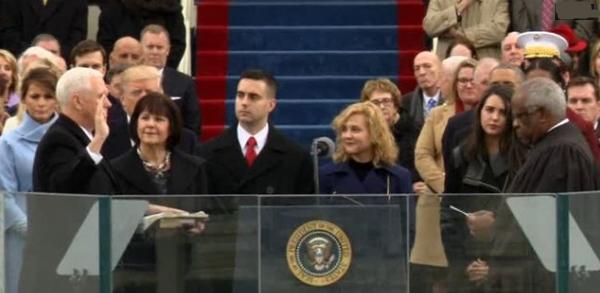 Mike Pence tuyên thệ nhậm chức Phó Tổng Thống Hoa Kỳ