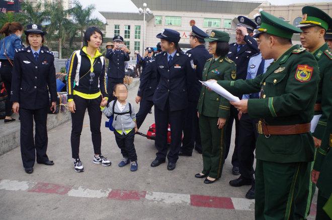 Bà mẹ Việt Nam suýt mất con trai 3 tuổi bị bắt cóc sang Trung Cộng
