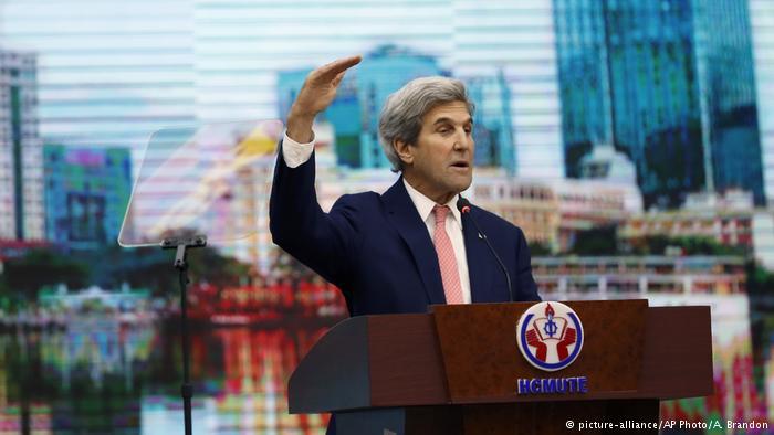 Ngoại Trưởng John Kerry nói chuyện với sinh viên Sài Gòn