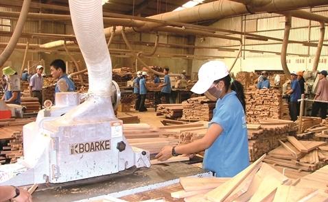 Bị Trung Cộng sang lấn ngay tại sân nhà, ngành gỗ Việt Nam nguy cơ phá sản