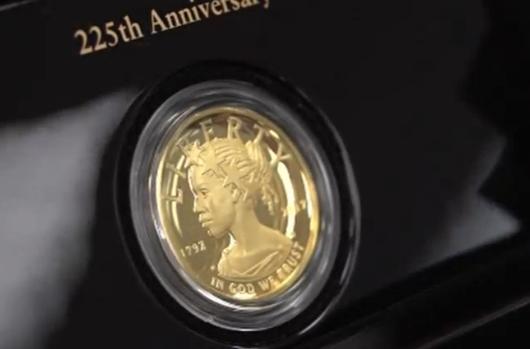 Sở đúc tiền giới thiệu đồng tiền vàng có in hình phụ nữ da đen