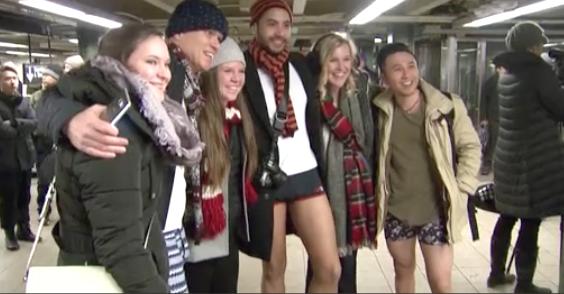 Ngày hội không quần của hành khách xe điện ngầm New York