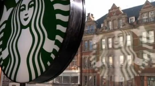 Tổng giám đốc Starbucks có kế hoạch thuê 10,000 người tị nạn sau lệnh cấm của ông Trump