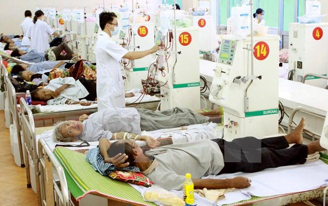 Bộ trưởng y tế CSVN muốn nhân viên y tế 'phải cúi chào bệnh nhân'