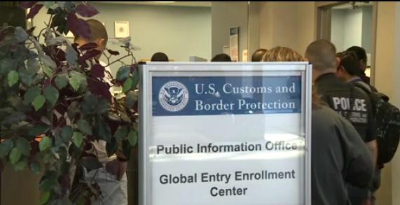 Thẩm phán cấm trục xuất du khách có thị thực hợp lệ