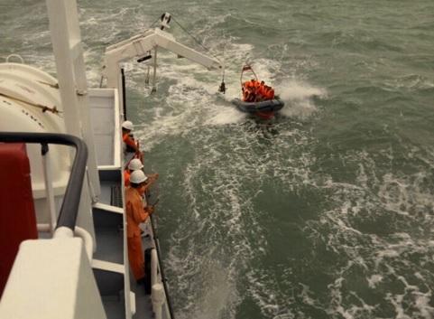 Tàu cá Việt Nam bị đâm chìm trên biển