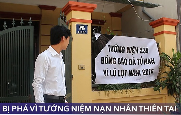 Cư dân Hà Nội để tang cho nạn nhân thiên tai & nhân tai Miền Trung bị chính quyền sách nhiễu