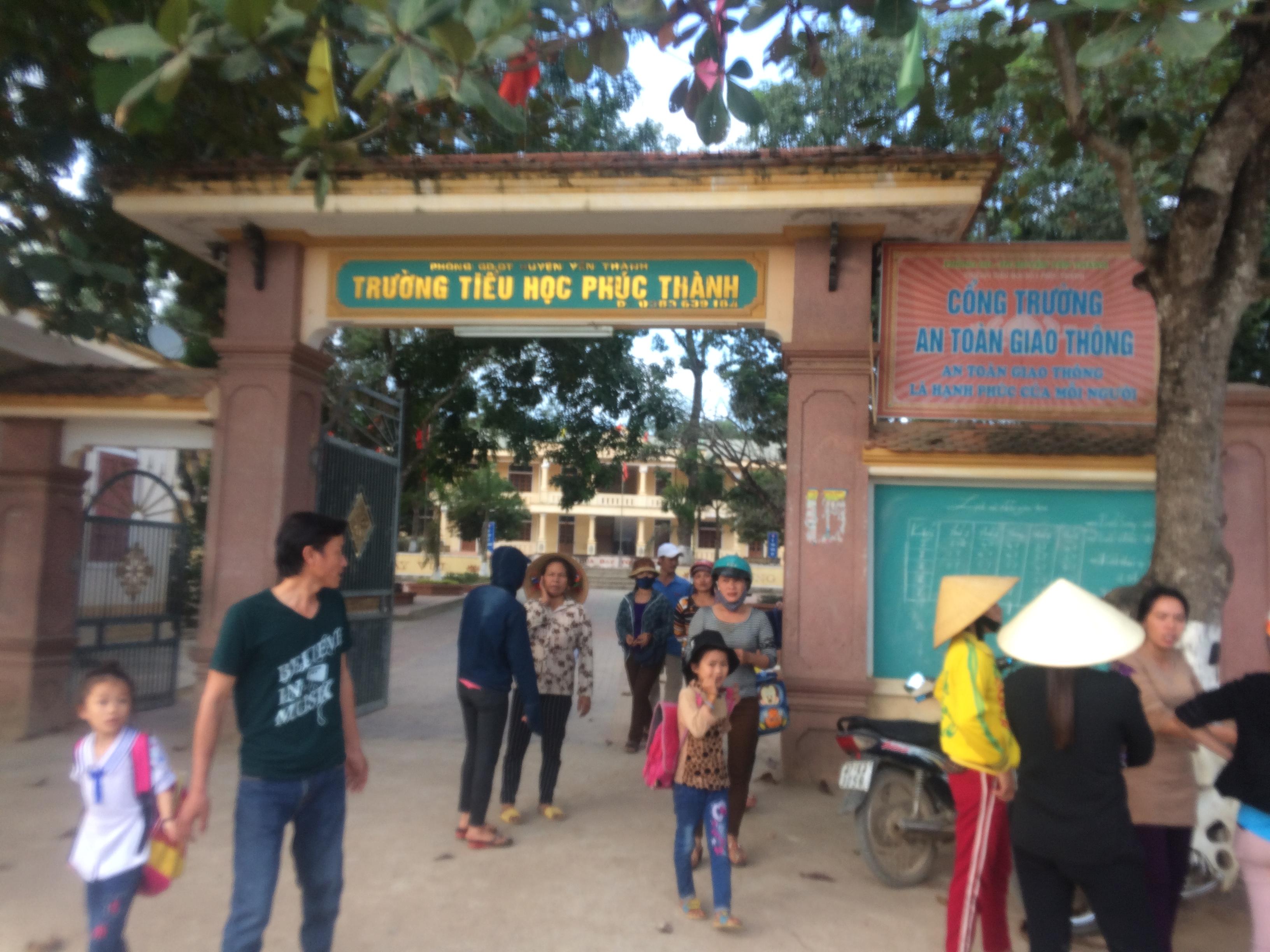Phụ huynh trường tiểu học ở Nghệ An tức giận vì trường lạm thu