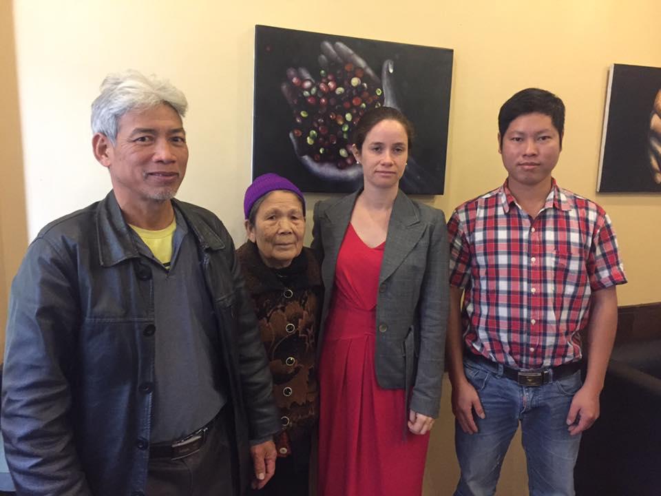 Nhà hoạt động Trịnh Bá Phương đi gặp đại diện Tòa Đại Sứ Úc tại Hà Nội