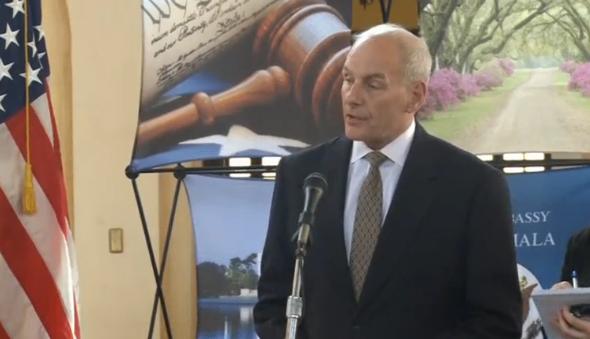 Bộ trưởng Nội An Hoa Kỳ bác bỏ tố cáo trục xuất hàng loạt