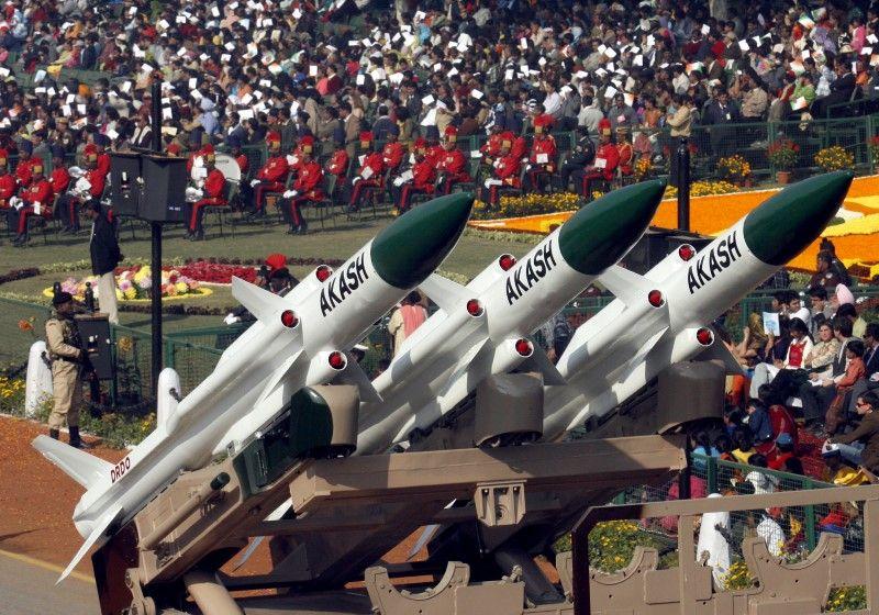 Ấn Độ đàm phán thương vụ vũ khí đầu tiên với Việt Nam
