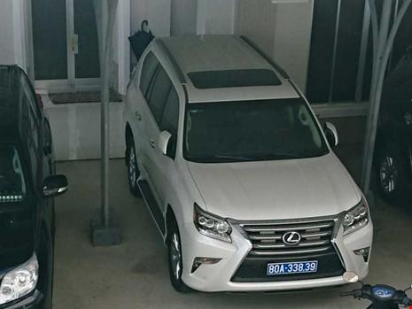 """Công ty tặng tỉnh Cà Mau 2 xe Lexus, chủ tịch tỉnh nói """"đúng quy trình"""""""