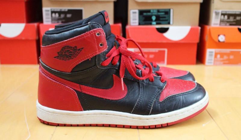 Người đàn ông gốc Việt bán đôi giày Nike Air Jordan hiếm góp tiền chống sắc lệnh di dân