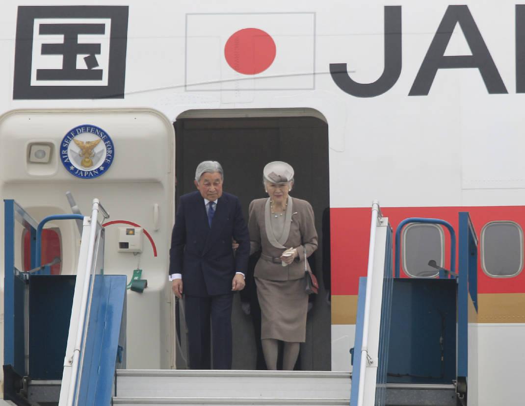 Nhật Hoàng và Hoàng Hậu đến Việt Nam