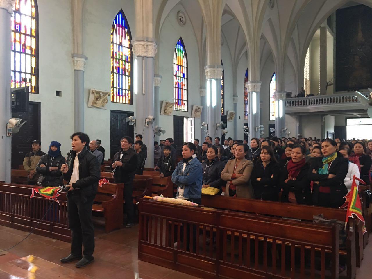 Linh Mục Nguyễn Đình Thục cùng hàng ngàn giáo dân đi bằng xe gắn máy khởi kiện Formosa