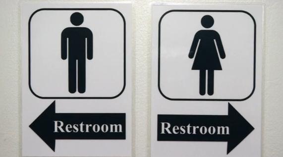 TT Donald Trump sắp thu hồi quy định nhà vệ sinh cho học sinh chuyển giới
