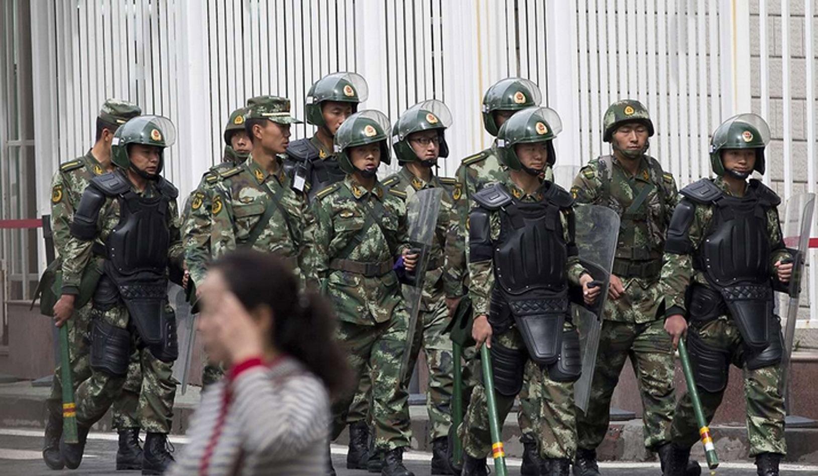 Cảnh sát Trung Cộng xuất hiện khắp nơi ở Tân Cương sau vụ khủng bố
