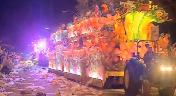 Xe đâm vào đám đông tại cuộc diễn hành New Orleans Mardi Gras, ít nhất 28 người bị thương nặng