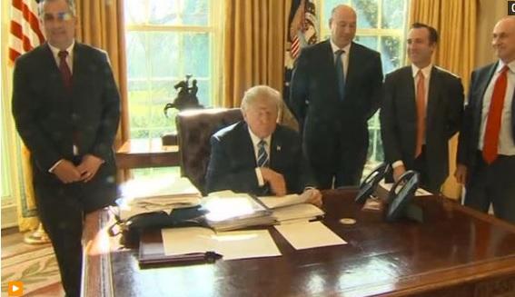 Thẩm Phán Virginia ra phán quyết đình chỉ lệnh cấm của ông Trump