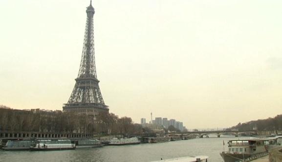 Paris định xây tường kiếng bao bọc để bảo vệ tháp Eiffel