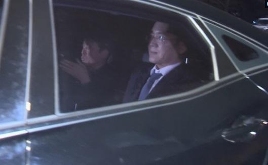 Người đứng đầu Samsung bị bắt để điều tra về vụ tham nhũng