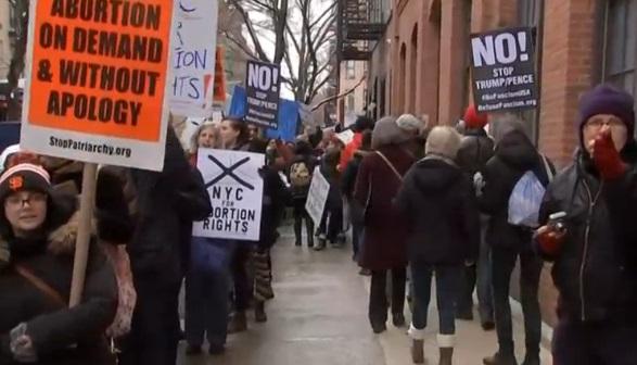 Người ủng hộ và người phản đối Planned Parenthood tổ chức biểu tình trên toàn quốc