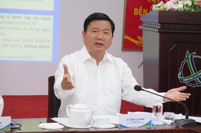 Ông Đinh La Thăng nêu nghi vấn với chính sách hộ khẩu