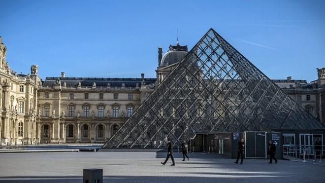 Ông Trump kêu gọi nước Mỹ nên khôn ngoan sau vụ tấn công ở viện bảo tàng Pháp