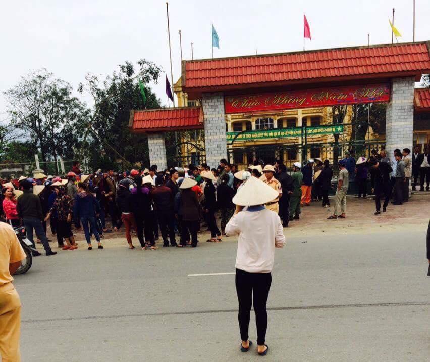 Một cụ già ở Hà Tĩnh bị công an đánh ngất xỉu khi biểu tình đòi Formosa đền bù thiệt hại