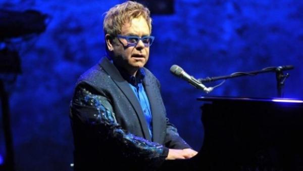 Ca nhạc sĩ Elton John bước sang tuổi 70