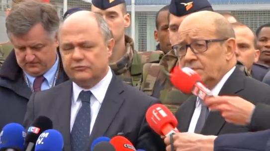 Bộ trưởng Tư Pháp tuyên bố kẻ tấn công phi trường Paris bị tiêu diệt để bảo vệ cảnh sát và công chúng