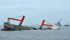 """""""Tàu lạ"""" tiếp tục đâm tàu Việt Nam, 9 người mất tích trên biển"""