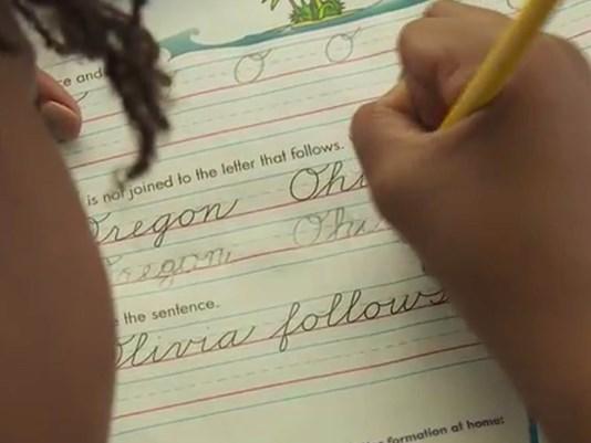 Học sinh Mỹ tập viết chữ thảo trở lại