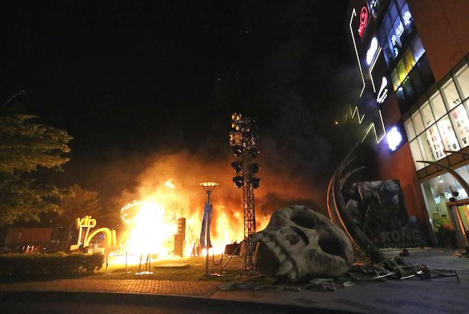 Buổi ra mắt phim Kong: Skull Island ở Sài Gòn tan vỡ vì hỏa hoạn
