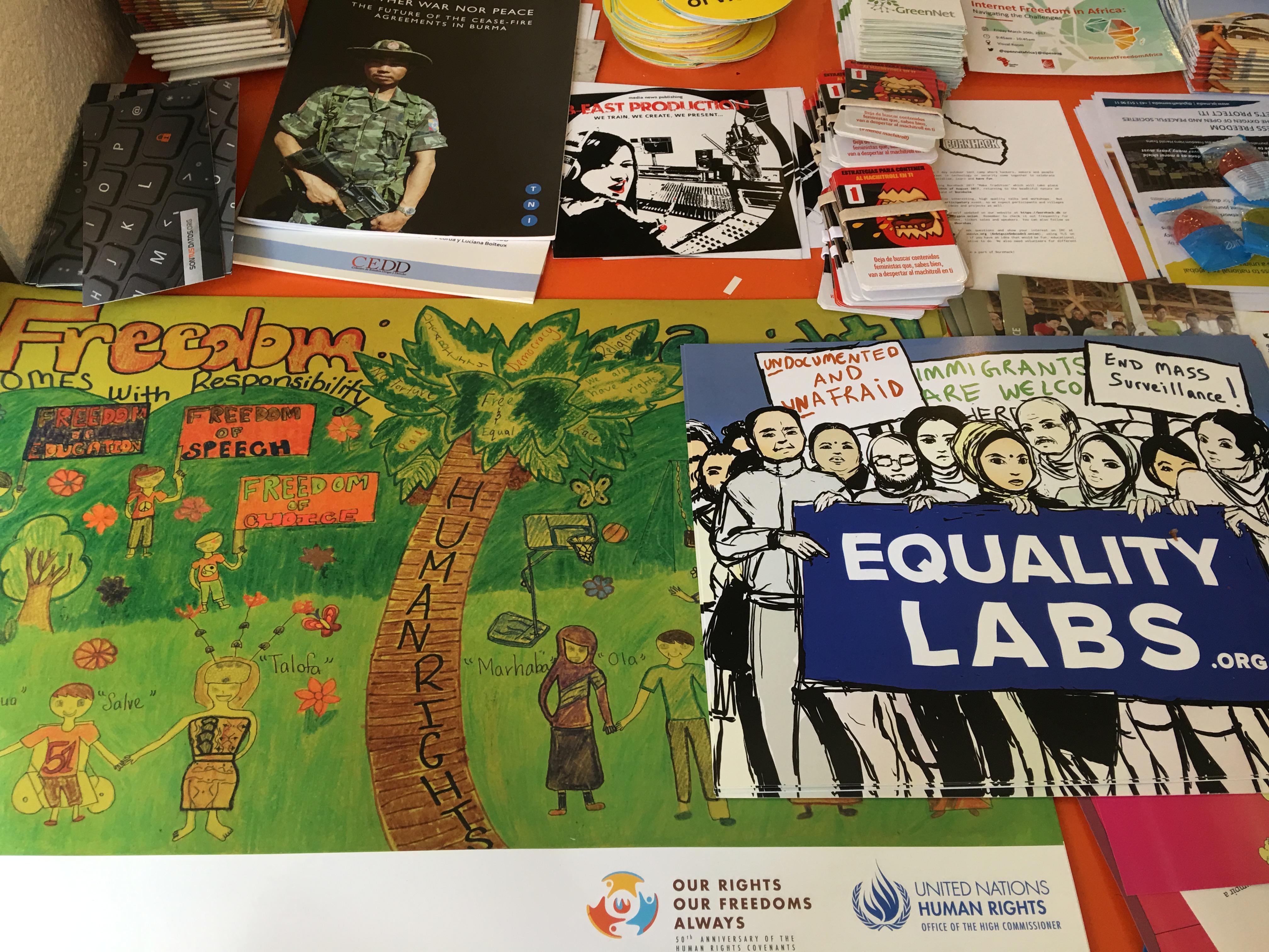 Bích chương quảng bá nhân quyền tại IFF