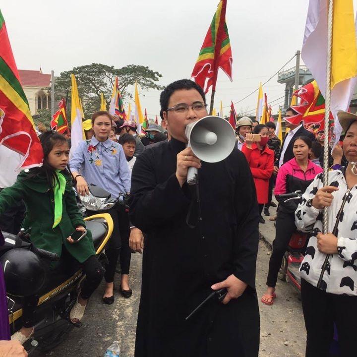 Linh Mục Đặng Hữu Nam sẽ tự trói mình dẫn đầu ngư dân Phú Yên đi khiếu kiện Formosa