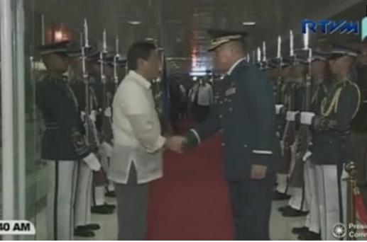 Tổng thống Philippines tuyên bố sẵn sàng chia sẻ nguồn dầu mỏ với Trung Cộng
